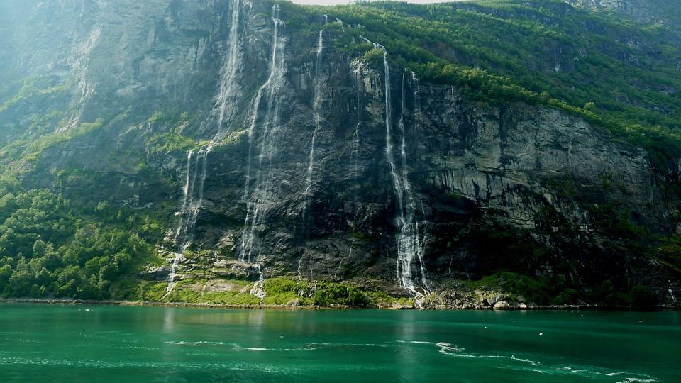 Crociera sui fiordi norvegesi: le offerte, i tour e quando andare