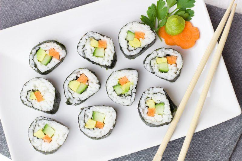 Sushi roll fai da te: origini e ricetta di un piatto cino-coreano