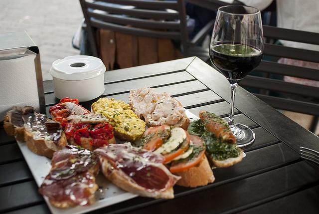 Cosa mangiare a Madrid? 15 piatti da non perdere durante il tuo viaggio!