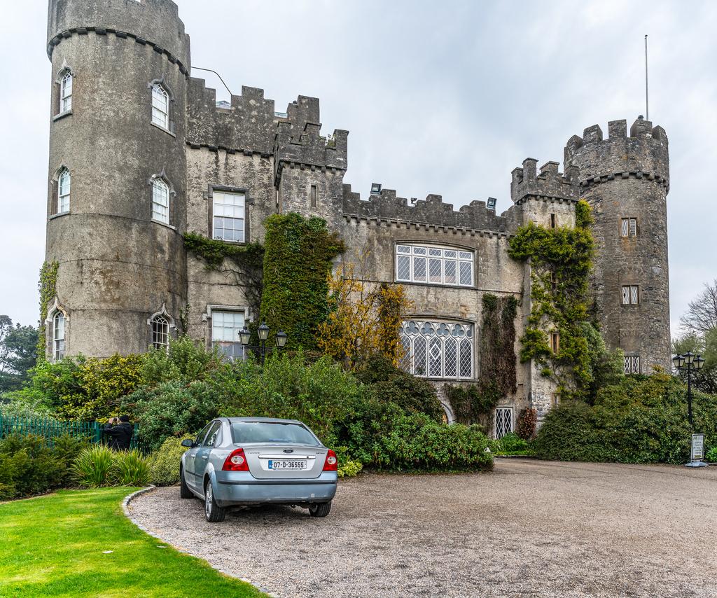 Malahide Castle: la storia, cosa vedere e le leggende sui fantasmi